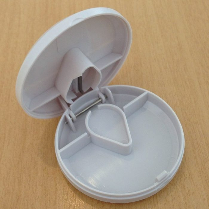 PILL STORAGE WITH CUTTER